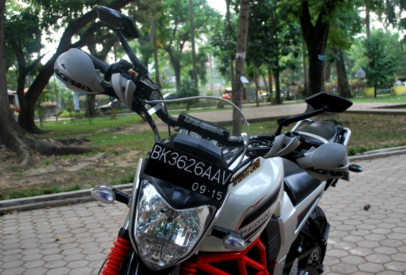 Top modifikasi byson ala supermoto