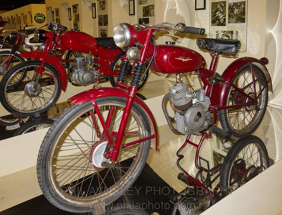Motor Pertama Ducati 4