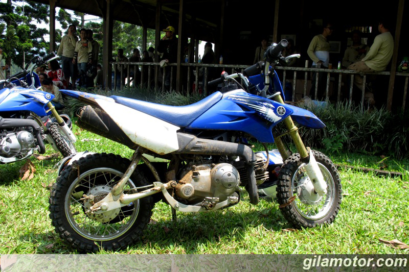 2013 yamaha tt r50e 3 speed automatic dirt bike for kids for Yamaha ttr50 price