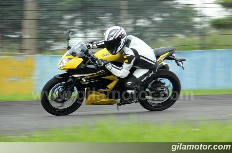 Test Ride Ninja 250RR Mono