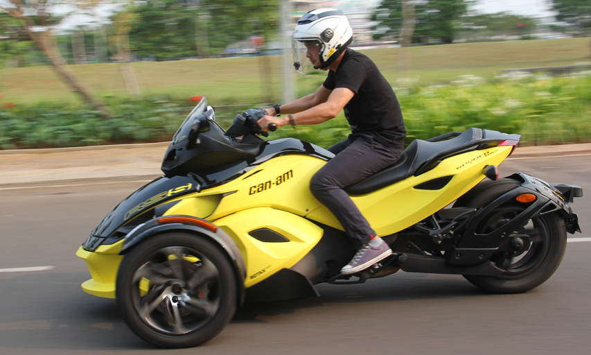 First ride can am spyder riding it feels driving gilamotor for Can am spyder motor