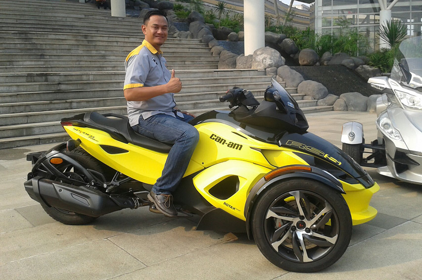 Can am spyder indonesia 2 gilamotor for Can am spyder motor