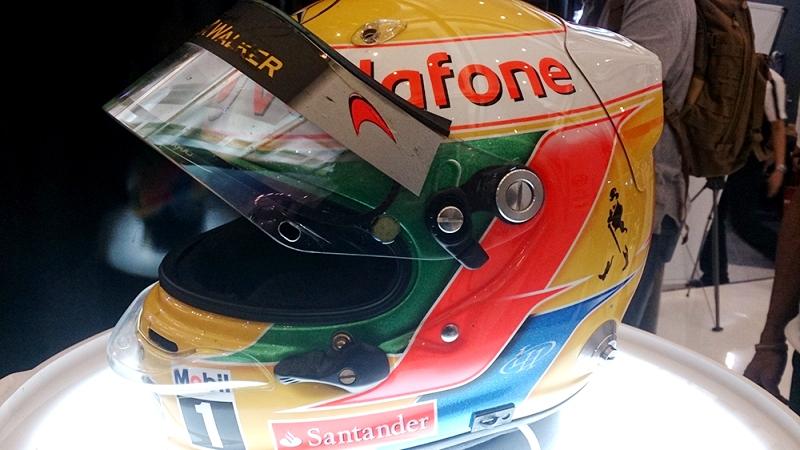 Helem Arai Lewis Hamilton 1