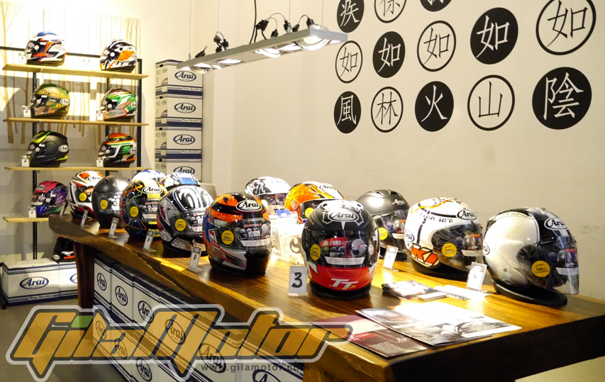 Jakarta Helmet Exhibition digelar di sebuah coffee shop di Kemang Jakarta Selatan