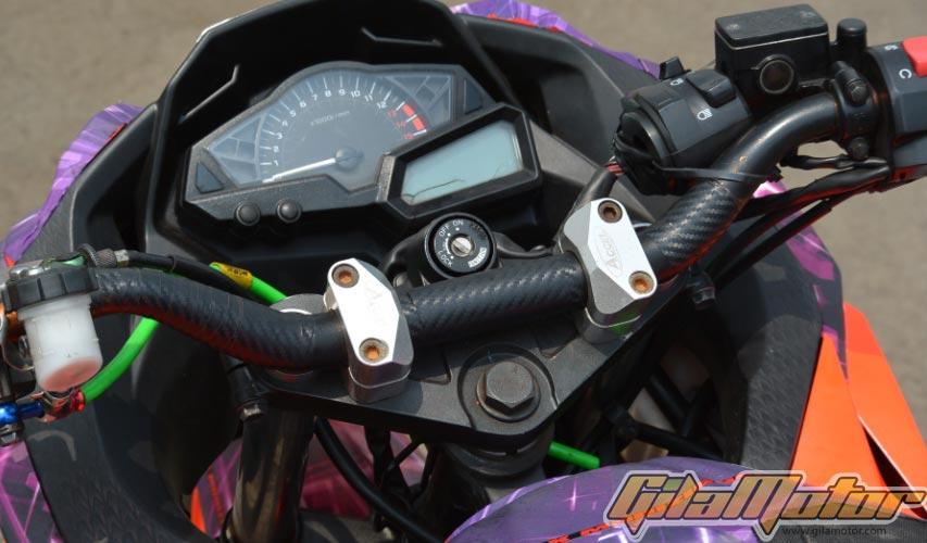 Modifikasi Kawasaki Ninja 250R FI Gaya Nyentrik Stunt