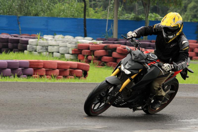 Test Ride Yamaha Xabre 1