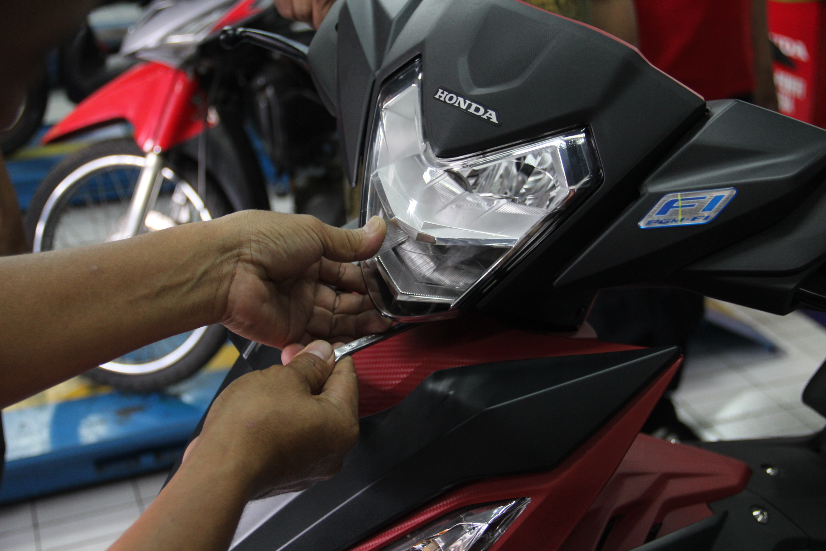 Yuk Setel Ketinggian Headlamp New Honda Sonic 150R dan Supra GTR 150 Sendiri