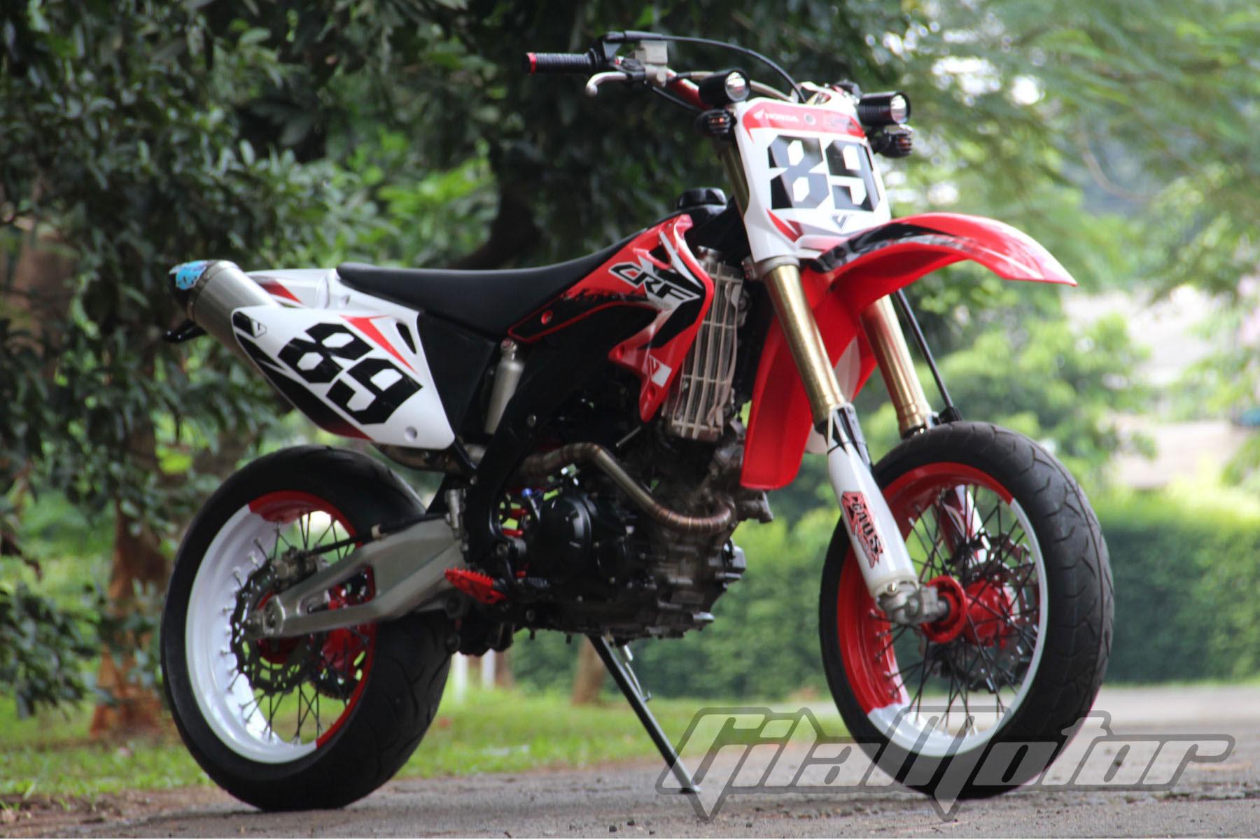 Modifikasi Yamaha Jupiter MX Kawin Silang Dengan Honda CRF Gilamotor