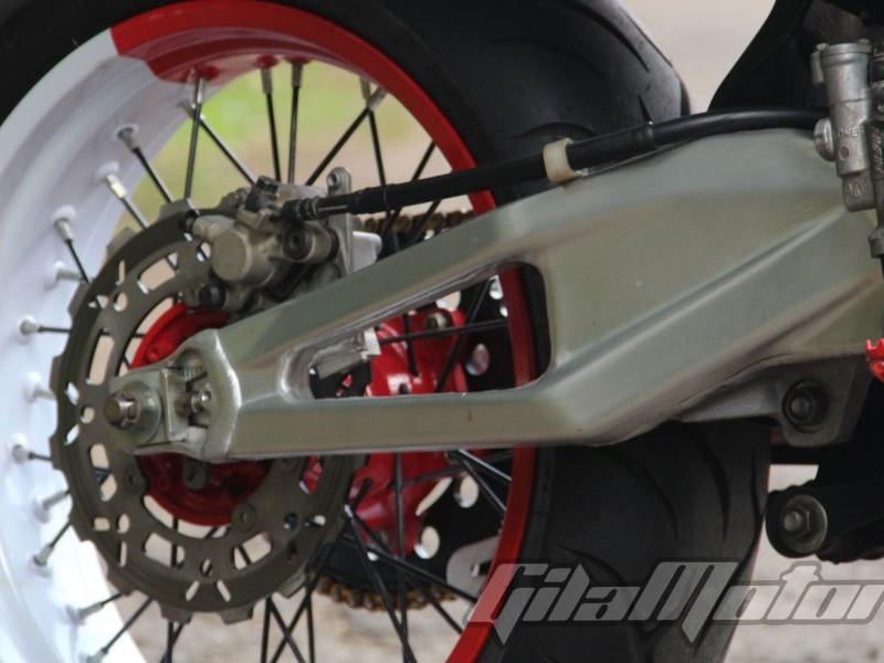 Modifikasi Yamaha Jupiter MX : Kawin Silang Dengan Honda CRF