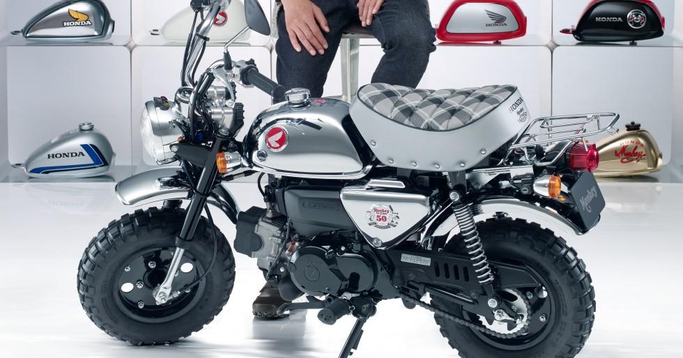Honda Monkey '50th Special' Tampil Elegan Berbalut Krom