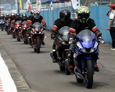 Lady Biker Jajal All New R15 di Sentul