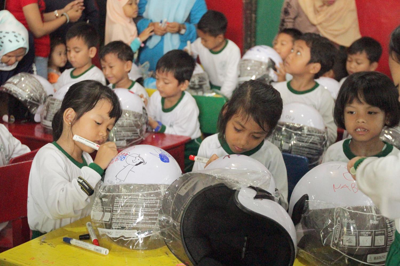 Kutu Community Kembali Adakan Lomba Mewarnai Helm Gilamotor
